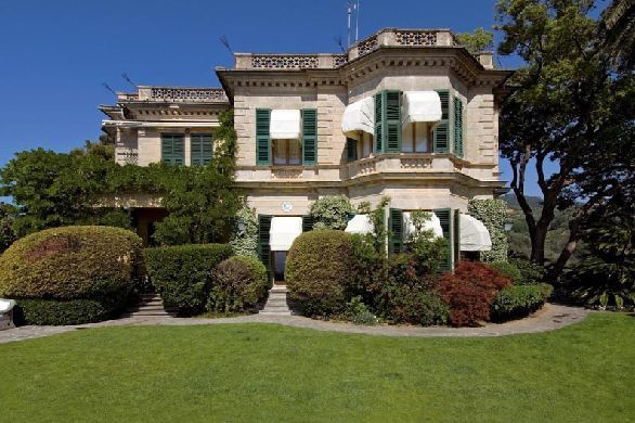 Источник: https://www.luxuo.com/properties/luxury-locations/villa-altachiara-for-sale.html