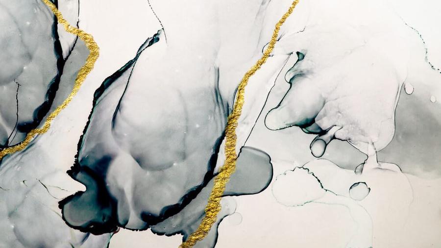 Одна из картин за 1,8 млн рублей. Источник: art-oboi.com.ua